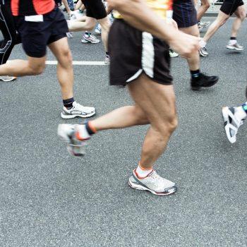 marathon-runner-in-city-P6GW344